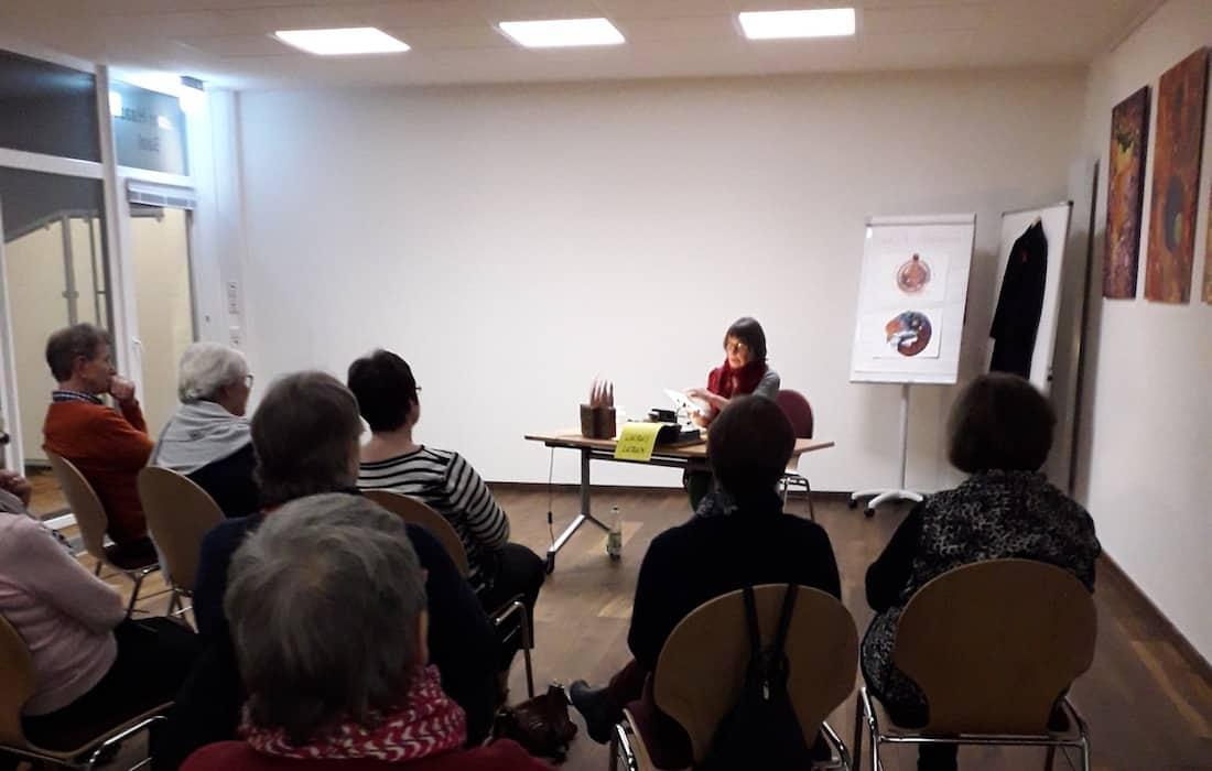Medizinisch-philosophisch-ganzheitlich-Vortraege-Bremen-Barbara-Baum