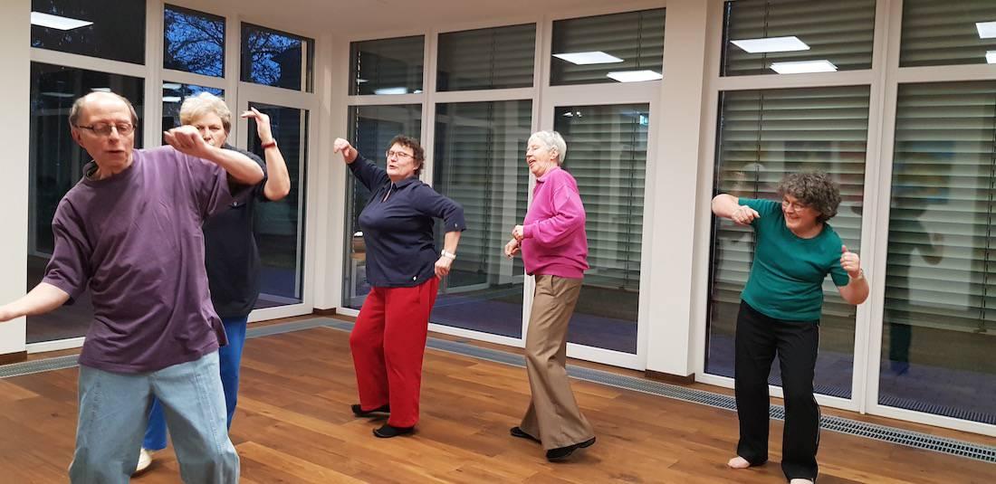 Senioren-Kurs-Bewegung-Tanzen-Stimme-Bremen-Barbara-Baum